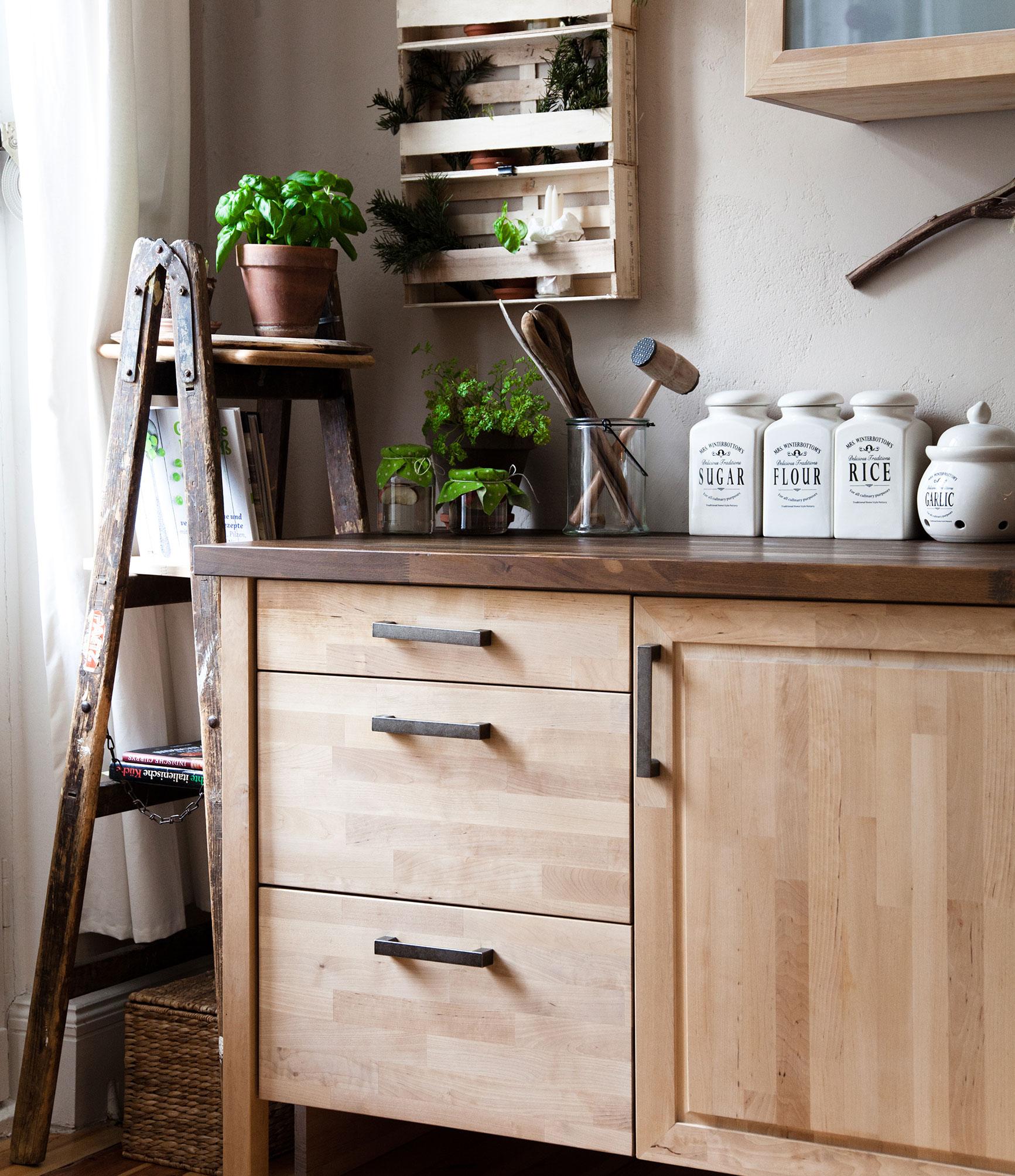 Küchenmöbel mit natürlichen Ressourcen und fairer Arbeit