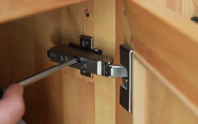 Türen und Schubkästen justieren